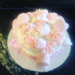 Marangue and macaron lemon cake